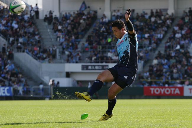 昨季のTLでの東芝戦ではいずれも僅差で2勝のヤマハ発動機。FB五郎丸のキックも当然鍵を握る photo by Kenji Demura